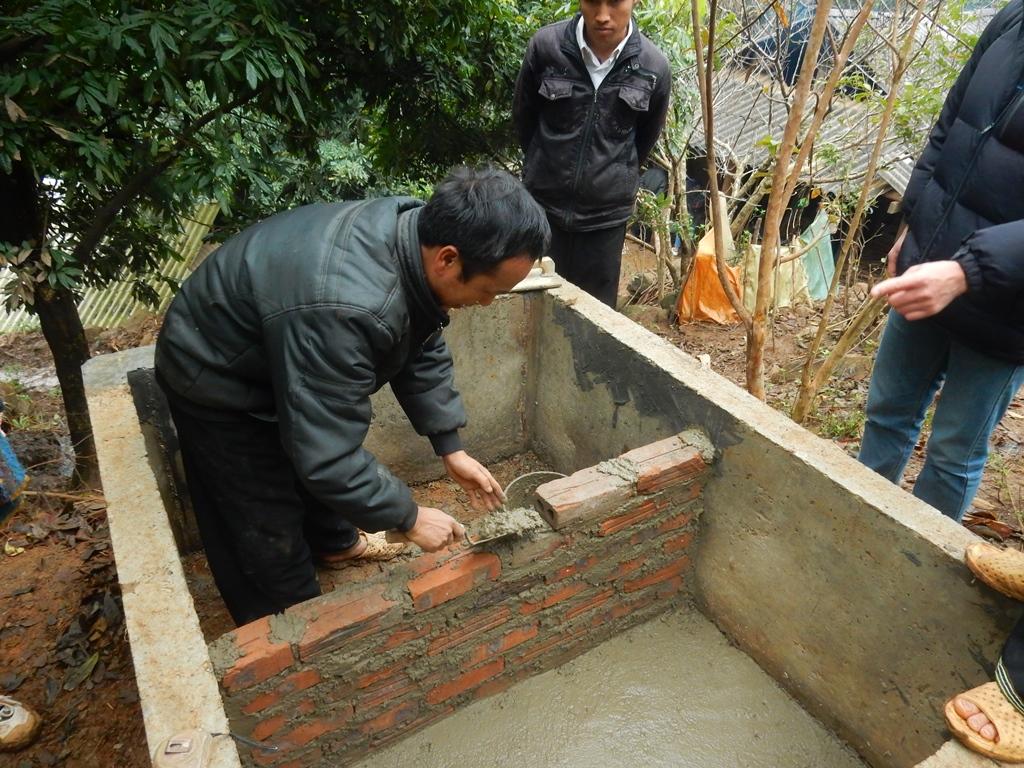 hier-wird-eine-toilette-gebaut