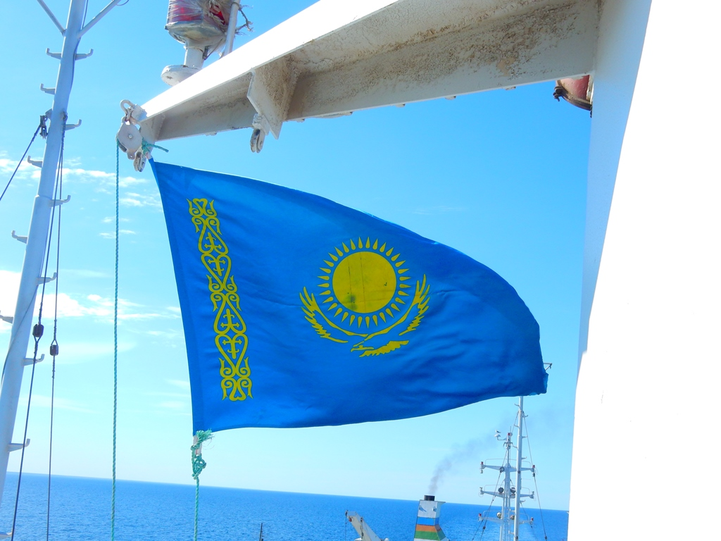 die-kasachische-flagge-wurde-gehisst