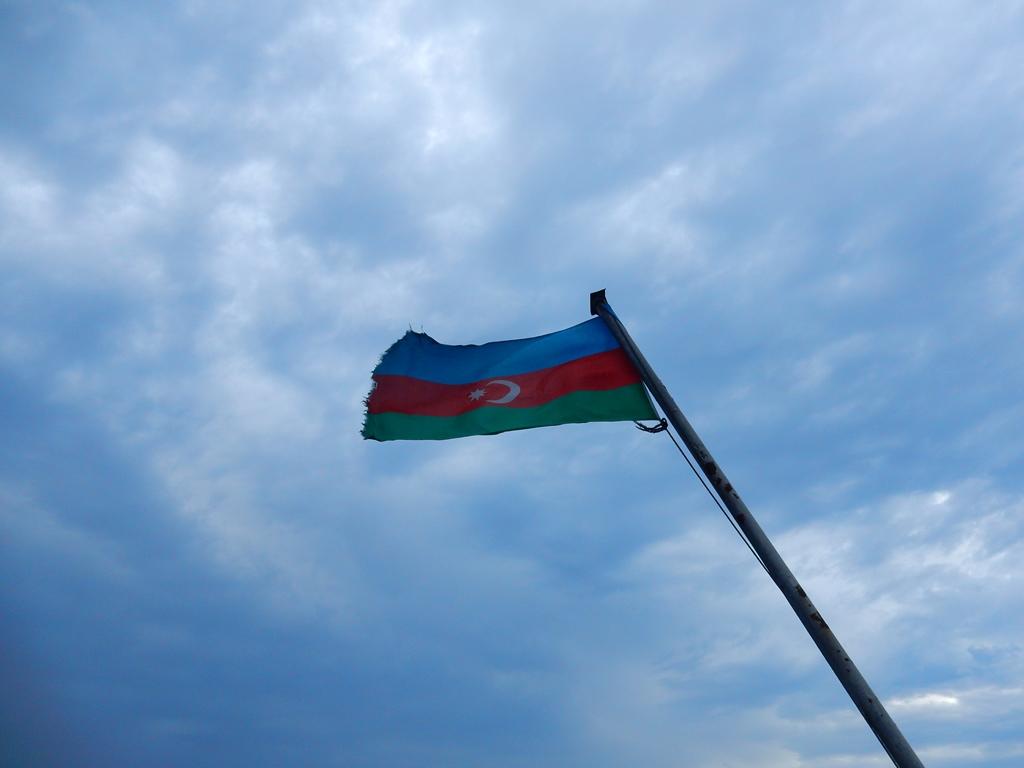 unter-aserbaidschanischer-flagge
