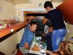 im-zug-nach-usbekistan-das-fenster-wird-repariert-1