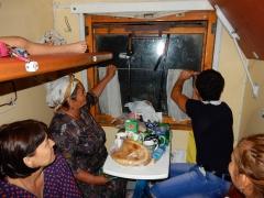 im-zug-nach-usbekistan-das-fenster-wird-repariert-2