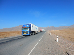 die-chinesischen-trucks-unterwegs-zur-grenze