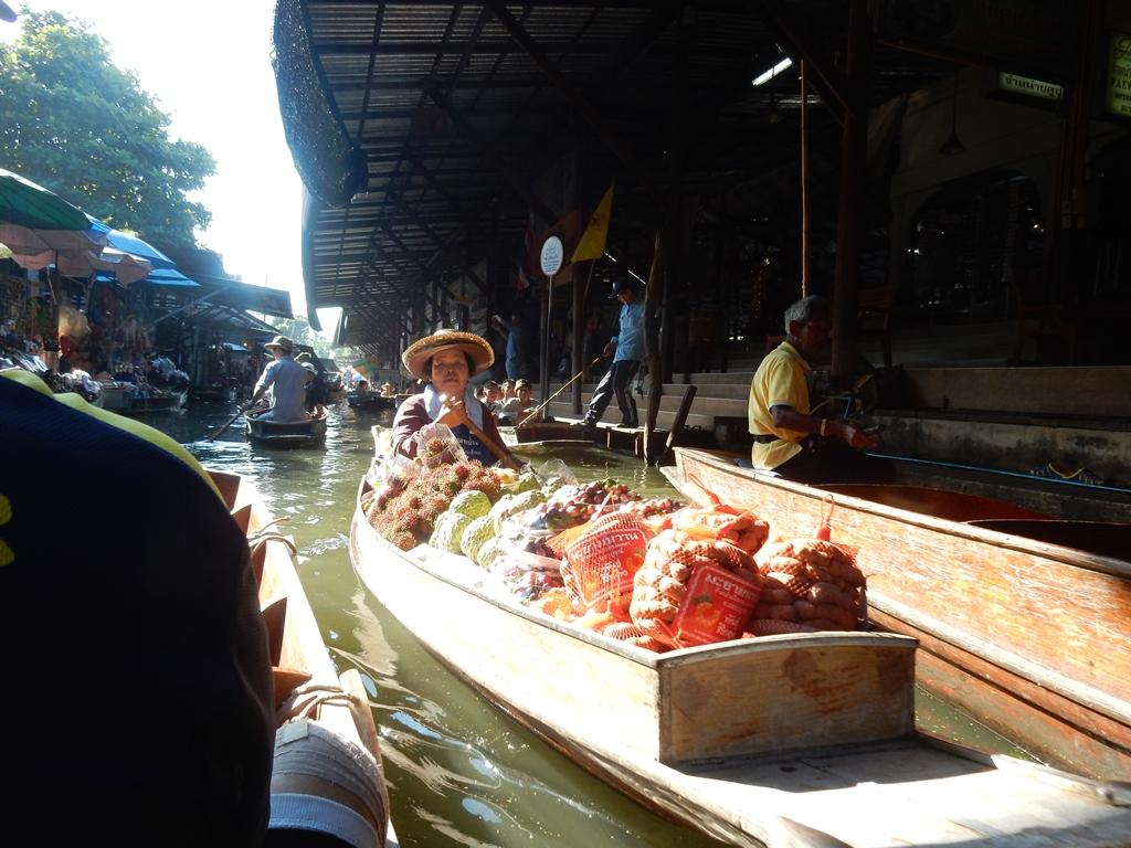Markt auf dem Fluss 3