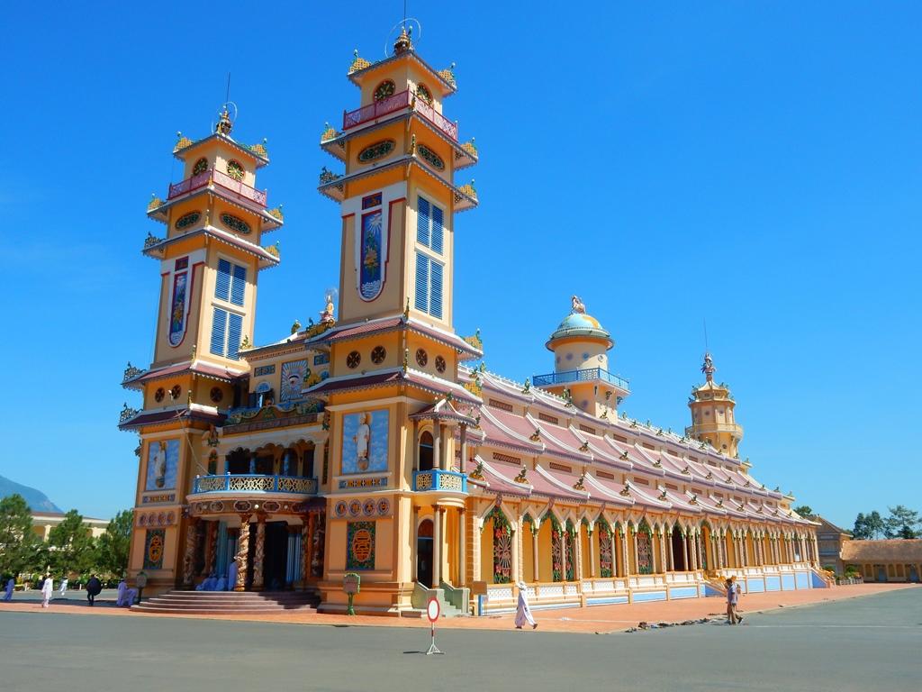 Cao Dai Kirche 1